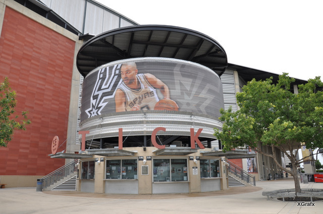 Spurs Playoff 2012 - Large Banner Installation Tony Parker