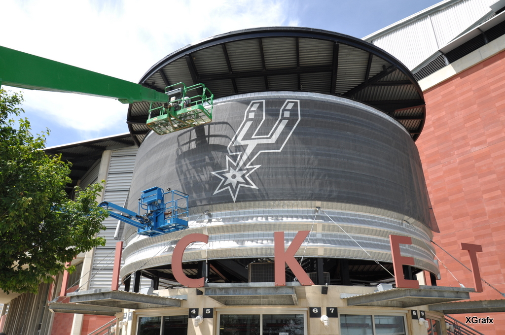 Spurs Playoff 2012 - Large Banner Installation