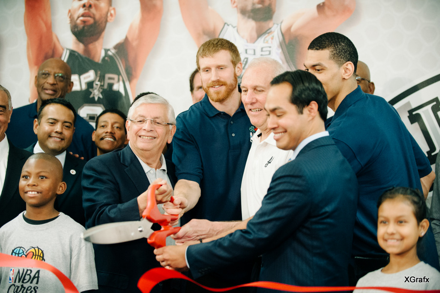 Spurs Players Wall Wrap with Mayor Julian Castro