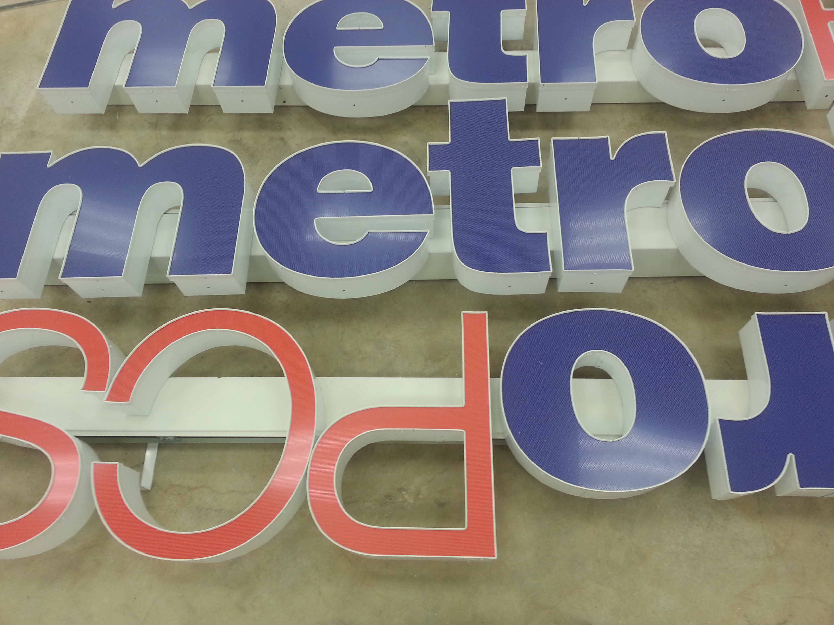 Metro Pcs Signs Xgrafx